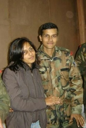 Sandeep Unnikrishnan with his wife Neha Unnikrishnan