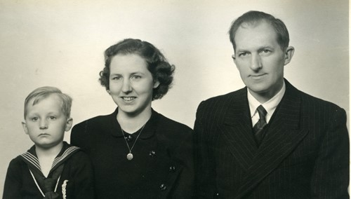 A family portrait of Annie and Carl Madsen with Peter Madsen