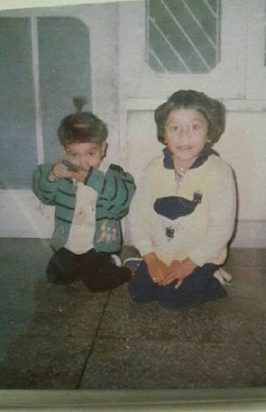 Aarushi Chib in childhood with her brother