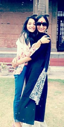 Aarushi Chib with her mother
