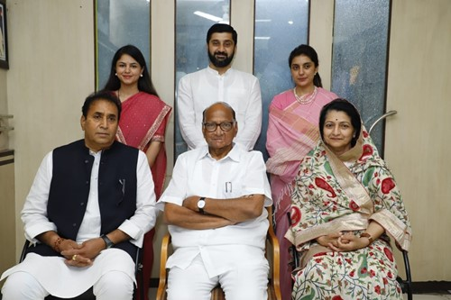 Anil Deshmukh with his wife, son, daughters-in-law, and Sharad Pawar