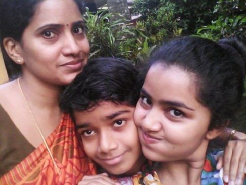 Anupama Parmeshwaram with her mother and brother