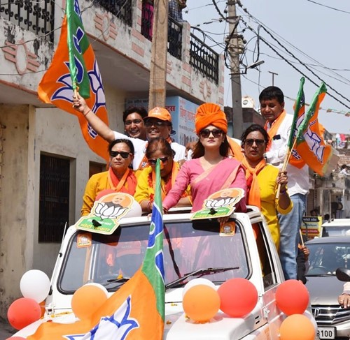 Arushi Nishank campaigning for BJP in a roadshow