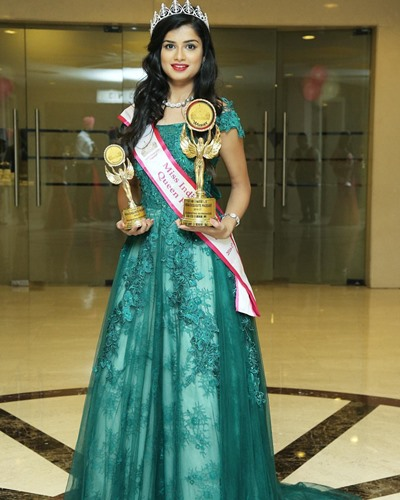 Hemal Ingle with the Miss India Exquisite Queen for a cause 2016-2017 awards