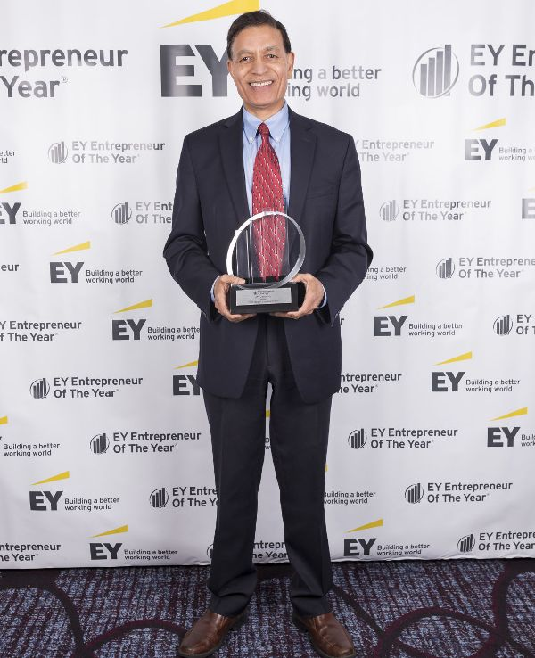 Jay Chaudhry posing with the EY Entrepreneur of the Year Northern California Regional Award