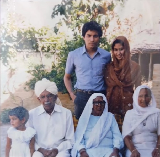 Jay Chaudhry with his parents (they are sitting on the left and right corners)
