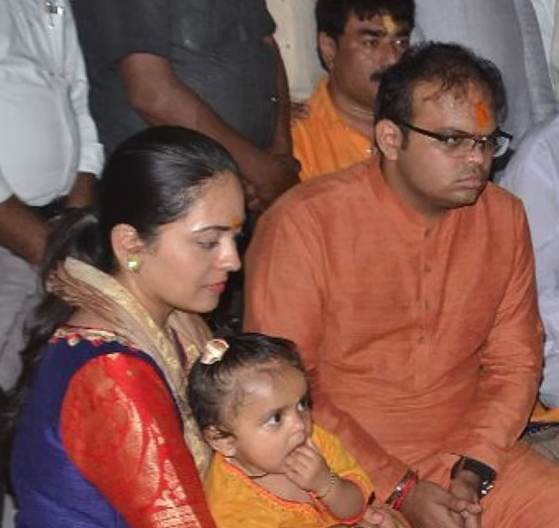 Jay Shah with his wife and elder daughter Rudri