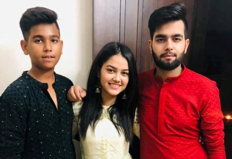 Priyal Mahajan with her brothers
