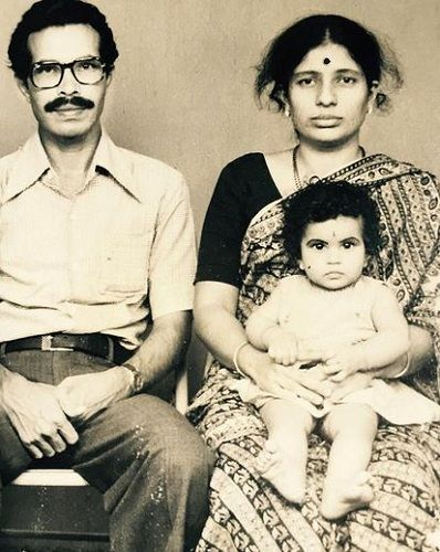 Shubha Poonja's childhood picture with her parents