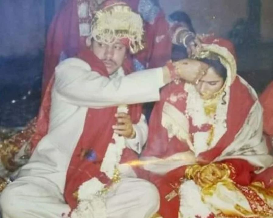 Tirath Singh Rawat and his wife Rashmi Tyagi on the day of their marriage on 9 December 1998