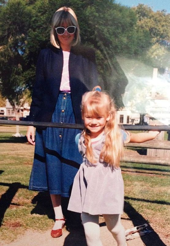 Childhood picture of Yvonne Strahovski with her mother