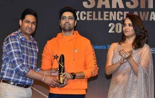 Adivi Sesh receiving Sakshi Excellence Award