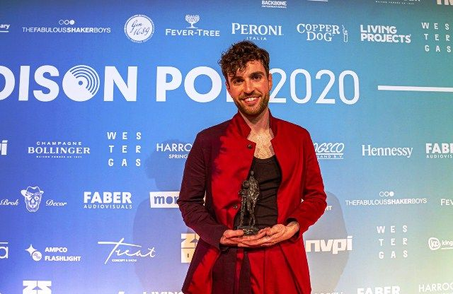 Duncan Laurence with his Edison Award