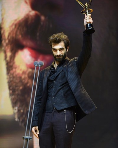 Ilker Kaleli addressing the audience after winning an award