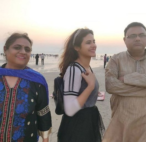 Onima Kashyap and her parents