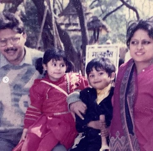 Onima Kashyap's (in black dress) childhood picture with her family
