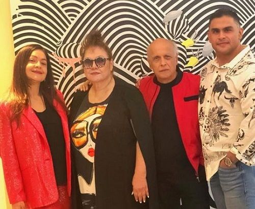 Pooja Bhatt with her parents and brother