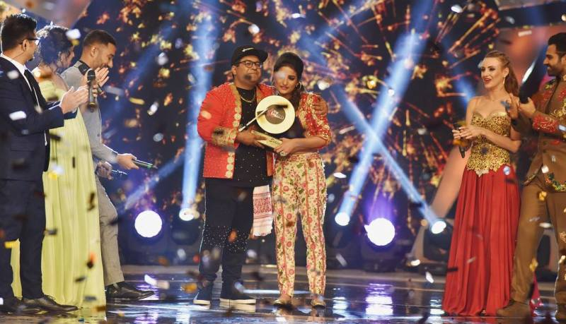 Rashmeet Kaur winning the title of 'The Remix' (2018) along with music producer Su Real