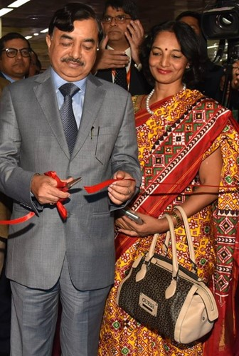 Sushil Chandra with his wife at IITF