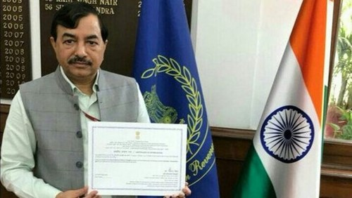 Sushil Chandra with the appointment letter as the Election Commissioner