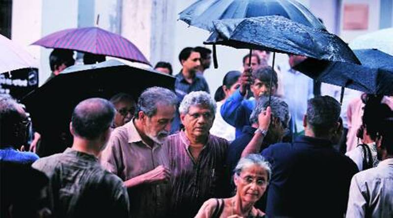 CPM leader Sitaram Yechury with Bipan Chandra's son at the cremation site of Bipan Chandra