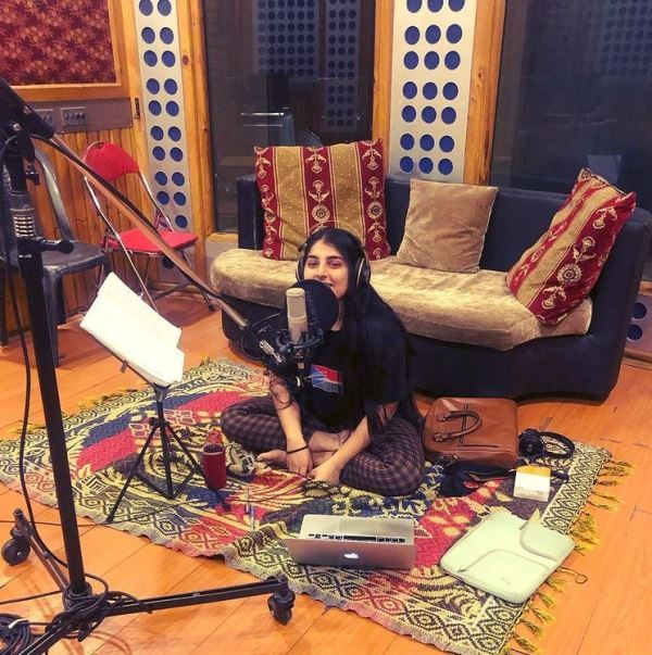 Chetna Sharma practicing her song