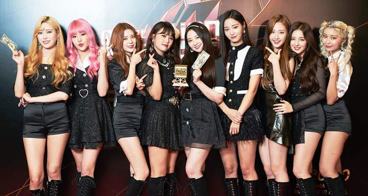 Momoland with their Mnet Asian Music Award (MAMA)