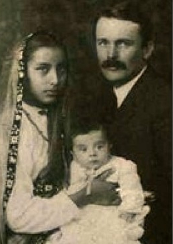 Satyananda Stokes with his wife and one of his children