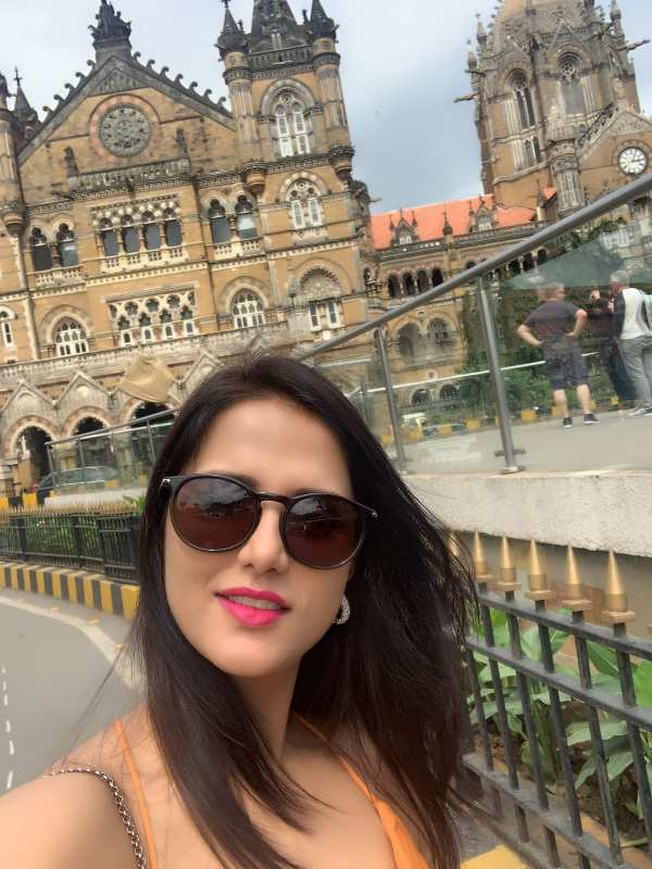 Shipra In Mumbai while clocking her picture with an architectural marvel