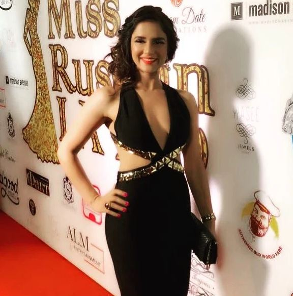 Shipra Khanna while posing before entering on the sets of The Miss Russian LA Pageant 2019