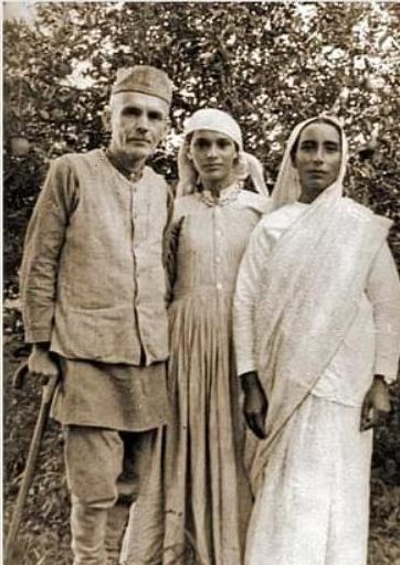 Stokes with his wife and daughter