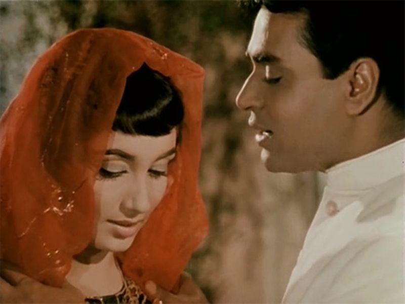 A still from the movie Mere Mehboob, Sadhana with Indian veteran actor Rajendra Kumar