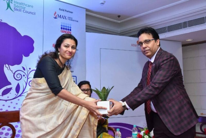 Ameera while receiving the 'Best Diagnostic Laboratory in India' award at the Women's Health Conference 2019 supported by the Ministry of AYUSH and Ministry of Health and Family Welfare