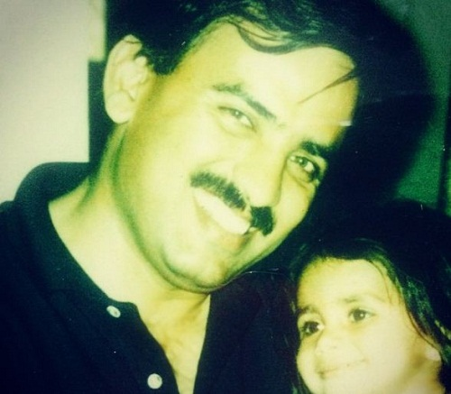 Apurvi Chandela's childhood picture with her father