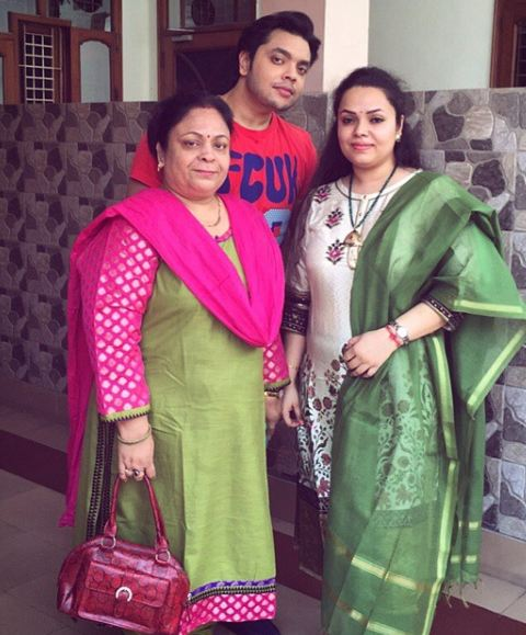 Deepanshu Singh with his mother and sister