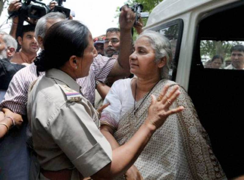 Medha Patkar before being arrested by the Mumbai Police in 2012 protest against the demolition of Koli Homes in Mumbai