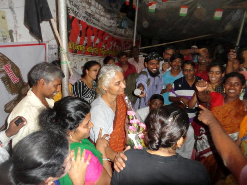 Medha Patkar while ending her indefinite fast on the 9th day after an agreement was reached between Ghar Bachao Ghar Banao Andolan and the Government of Maharashtra at Golibar