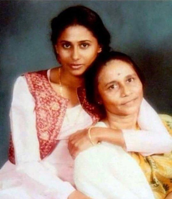 Smita Patil With her mother the late Vidyatai Patil
