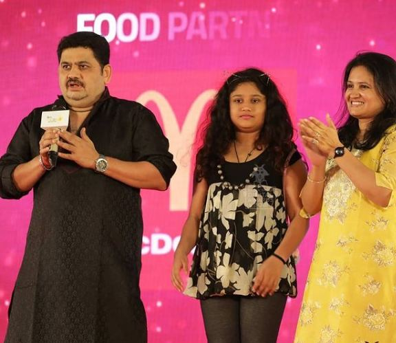 Venkatesh Bhat with his wife and daughter