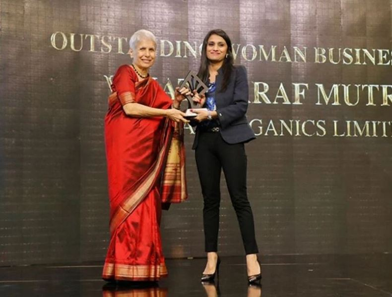 Vinati Saraf Mutreja while receiving outstanding Business Women Leadership Awards at The Economics Times Business Family Awards in 2019