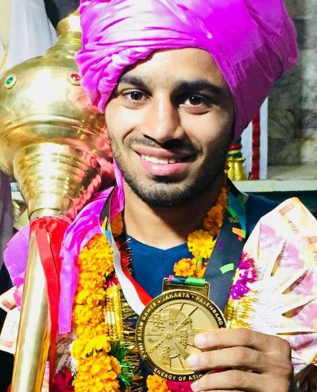 Amit Panghal with a gold medal