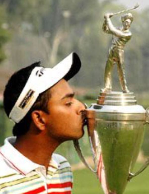 Anirban Lahiri while kissing his trophy at Chandigarh in 2006