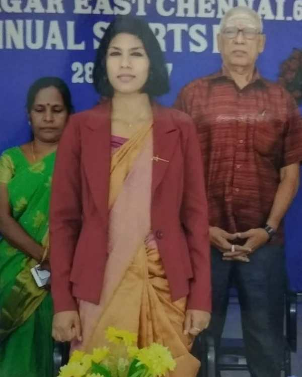 Bhavani Devi posing as a Guest Speaker at Valliammal College with her parents