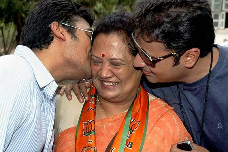Darshana Jardosh being greeted by her sons after her win in the Lok Sabha election, in Surat
