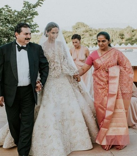 Diipa Khosla with her parents