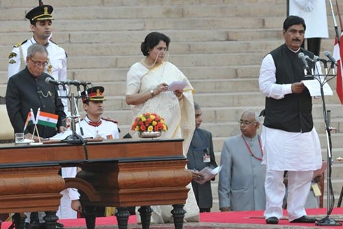 Gopinath Munde taking the oath as the cabinet minister in 2014