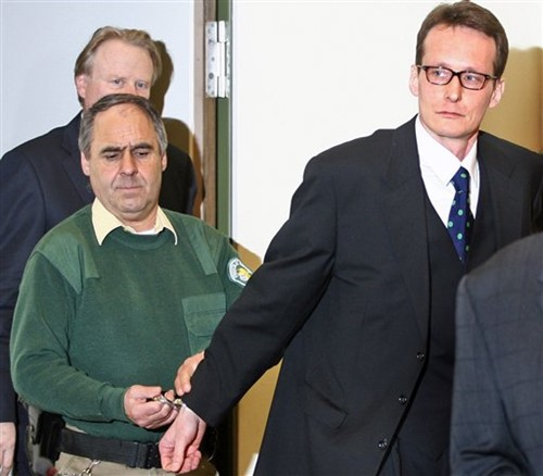 Helg Sgarbi appearing in the court during a case hearing