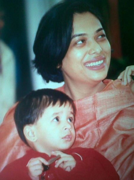 Maana Patel's childhood picture with her mother