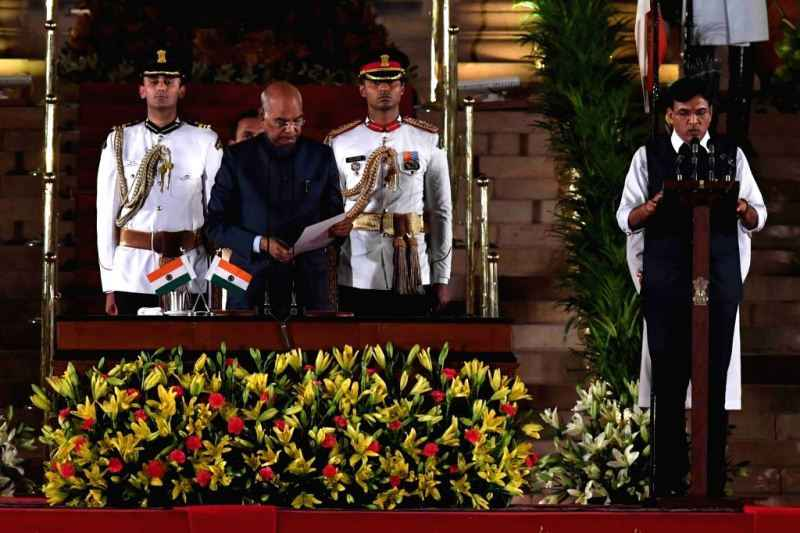 Mansukh Mandaviya taking oath as Minister of State (Independent Charge) for Shipping and Minister of State for Chemicals & Fertilizers