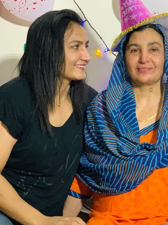 Pooja Rani with her mother
